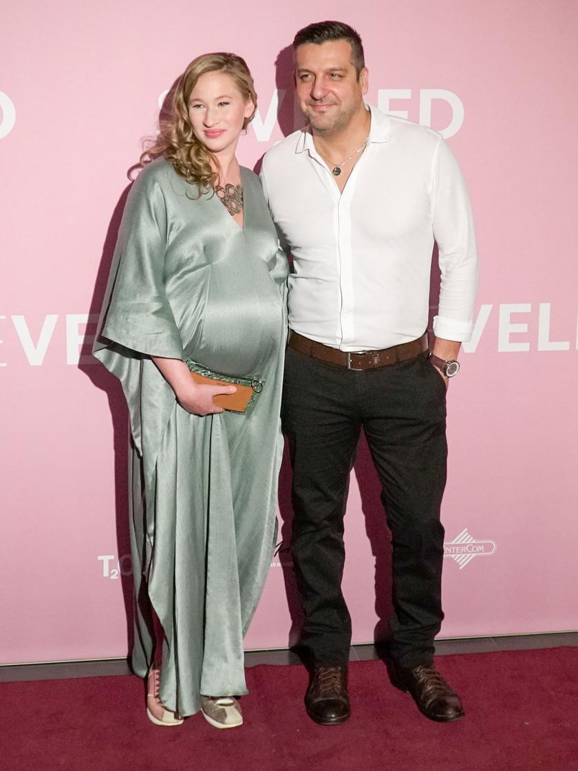 A színész házaspár, Tenki Réka és Csányi Sándor a második gyermeküket várják. Luca lányuk testvérkéje bármikor megérkezhet.