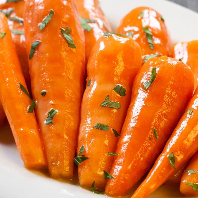 Fényes mázzal bevont, karamellizált répa – Édeskés köret sült hús mellé