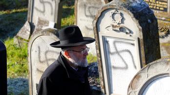 Horogkeresztekkel fújtak tele egy elzászi zsidó temetőt, a sírokon megjelent egy titokzatos szám is