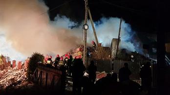 Felrobbant egy családi ház egy lengyel üdülőközpontban, 8 halott