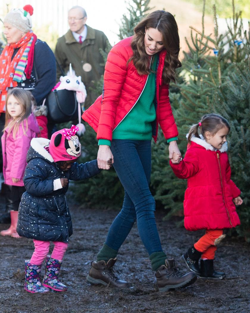 Katalin hercegné a Family Action jótékonysági szervezetének vidám, karácsonyra készülő eseményén tündérien viselkedett a gyerkőcökkel.