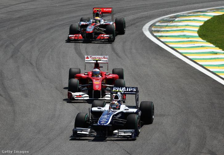 Nico Hülkenberg a Williams pilótájaként a 2010-es Brazil Nagydíjon. Mögötte Fernando Alonso és Lewis Hamilton