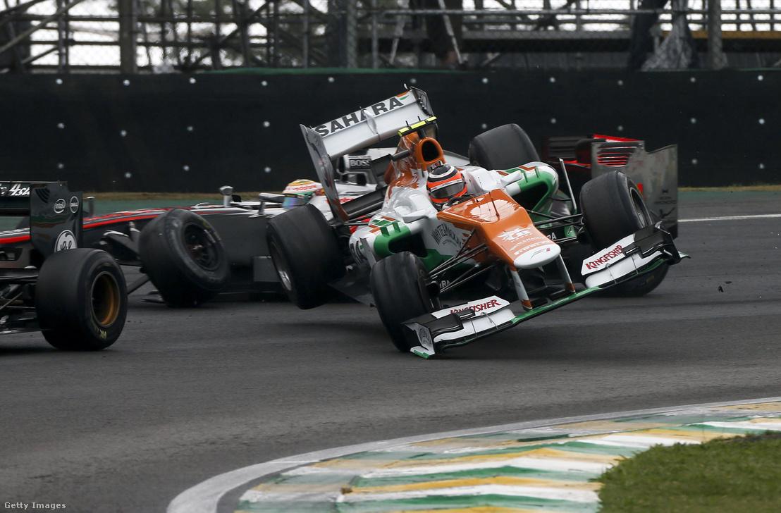 Nico Hülkenberg és Lewis Hamilton ütközik 2012-ben a Brazil Nagydíjon