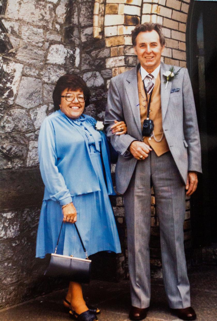 Cyril Aggett hat évvel ezelőtt vesztette el feleségét, akivel hosszú éveken keresztül egy párt alkottak. Halála után fogalma sem volt, mit kezdjen az életével.