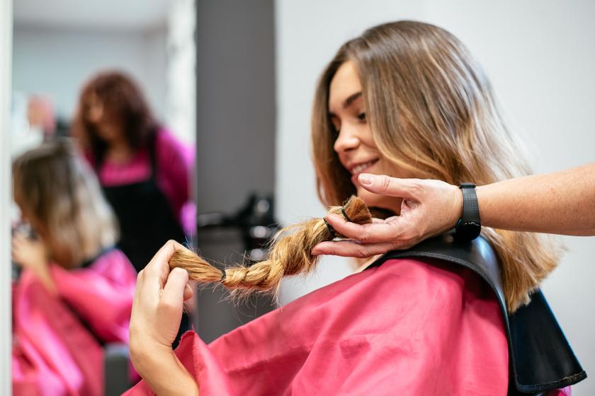 Már a térdéig ért a fiatal lány haja: nagyon megható, hogy miért vágatta le