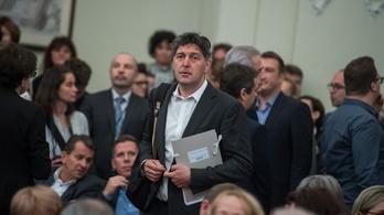 Napirendre venni sem engedte az átláthatósági rendeletet a fideszes többség az V. kerületben