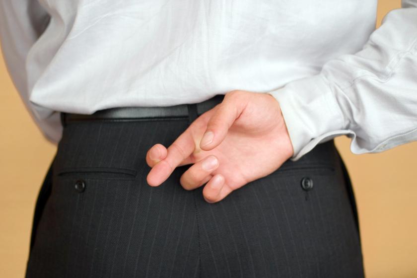 Kirúgás lehet a vége, mégis sok magyar megteszi a munkahelyén - Mi vezethet a lebukáshoz?