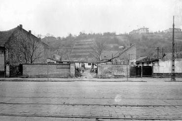 a Frankel Leó út 86. és 88. 1961-ben. A háttérben a művelés alatt álló kertek láthatók.