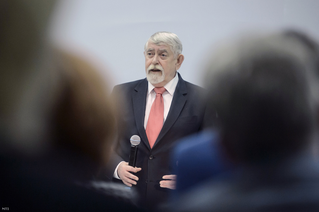 Kásler Miklós az emberi erőforrások minisztere beszédet mond a Magyar Kórházszövetség XXXI. kongresszusán Egerben 2019. április 10-én.