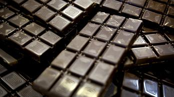 A kormány felülvizsgálja a csipszadót, lehet, hogy olcsóbb lesz a csoki