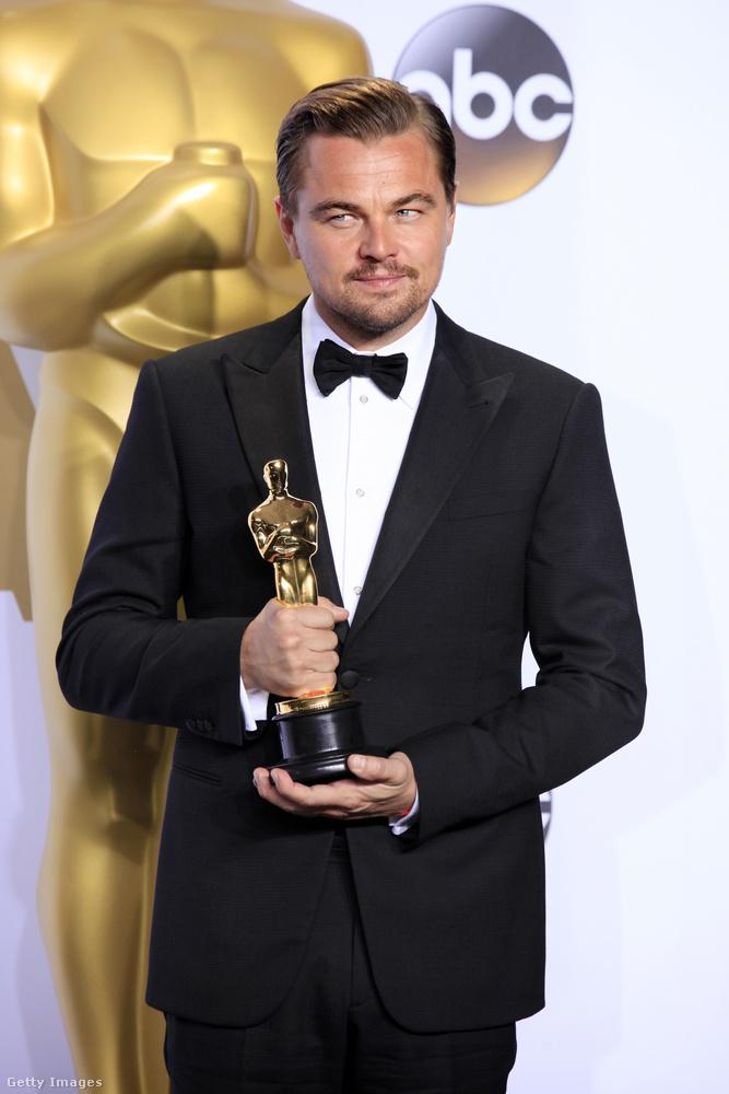 Sőt, ugyanezen a gálán nyert végre egy kitüntetést Leonardo DiCaprio, akiről előtte már évek óta hajtogatta mindenki, hogy márrég kapnia kellett volna egy Oscart