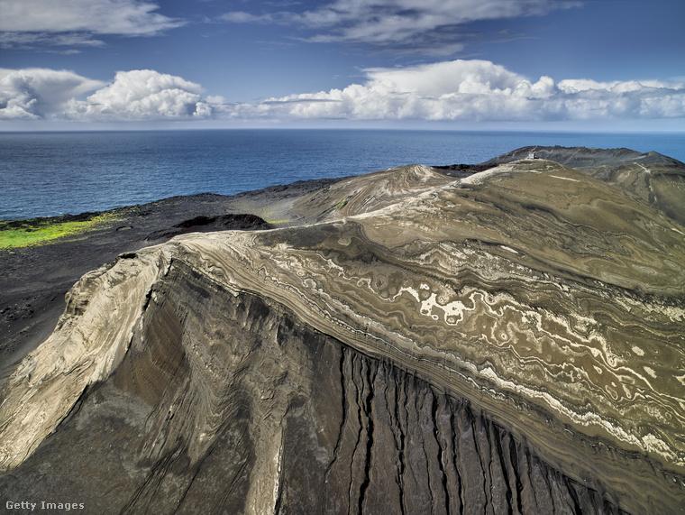 Surtsey egy Izlandtól délre található sziget, amit egy vulkánkitörés hozott létre 1963-ban