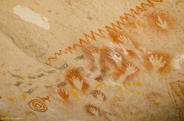 A Franciaországban található Lascaux-i barlang 15-17 ezer éves festményeit és karcolatait  1940-ben fedezték fel, nyolc évvel később pedig a turisták előtt is megnyitották