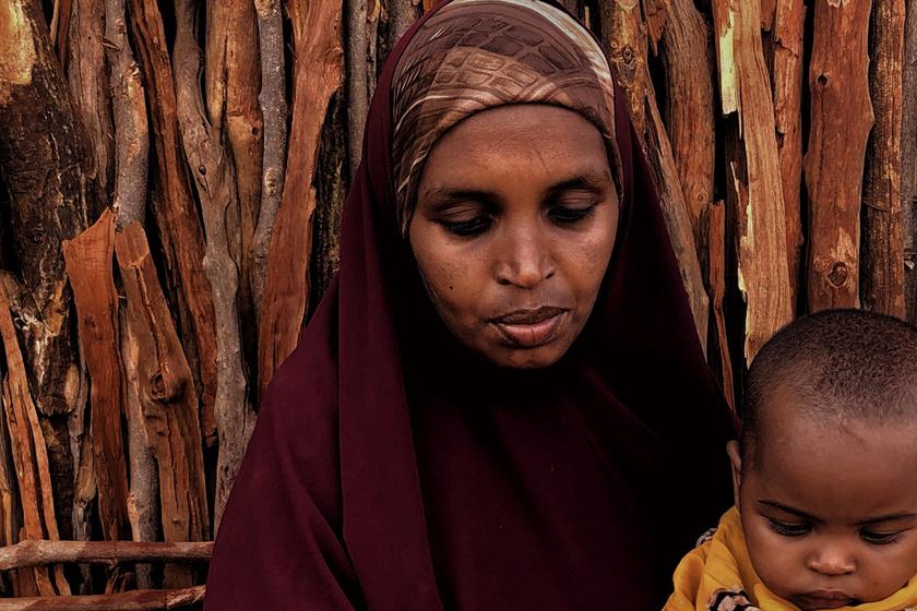 """Kegyetlen, megalázó szexrítus Kenyában: az egész falu végignézi az özvegyasszonyok """"tisztulását"""""""