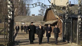 Angela Merkel ellátogatott Auschwitzba, és a szégyenről beszélt