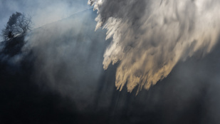 Tényleg hatékonyabb forró vízzel tüzet oltani, mint hideggel?