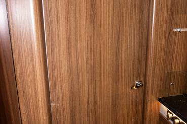 A wc ajtóval lehet kettéválasztani a járművet