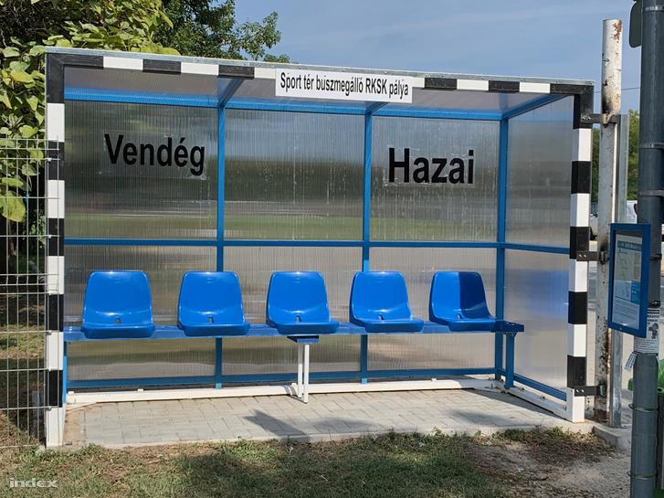 Buszmegálló1