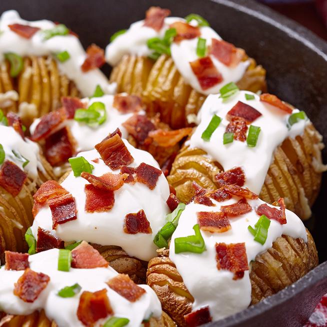 Ropogós hasselback krumpli – Olcsó, finom és látványos köret