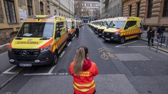 Egy nap alatt 3411 esethez riasztották a mentőket, jön az ónos eső és a köd