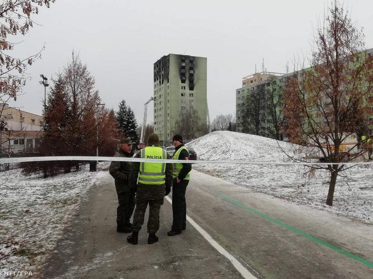 A szlovák rendőrség által közreadott képen a kiégett épület Eperjesen 2019. december 7-én