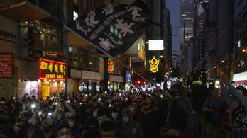 Több százezres tüntetést tartottak Hongkongban vasárnap