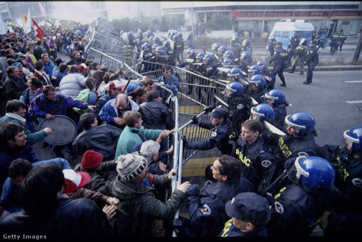 GATT ellenes tüntetők Genfben 1993. december 4-én