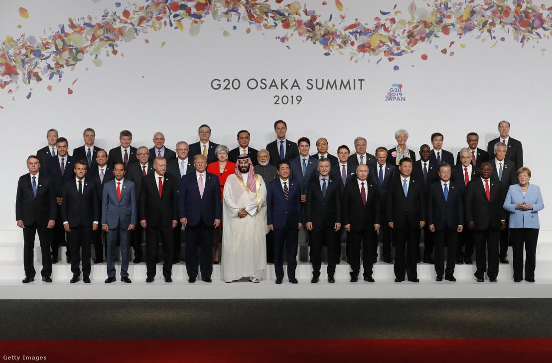 Világ vezetői a G20 csúcstalálkozón Oszakában 2019. június 28-án