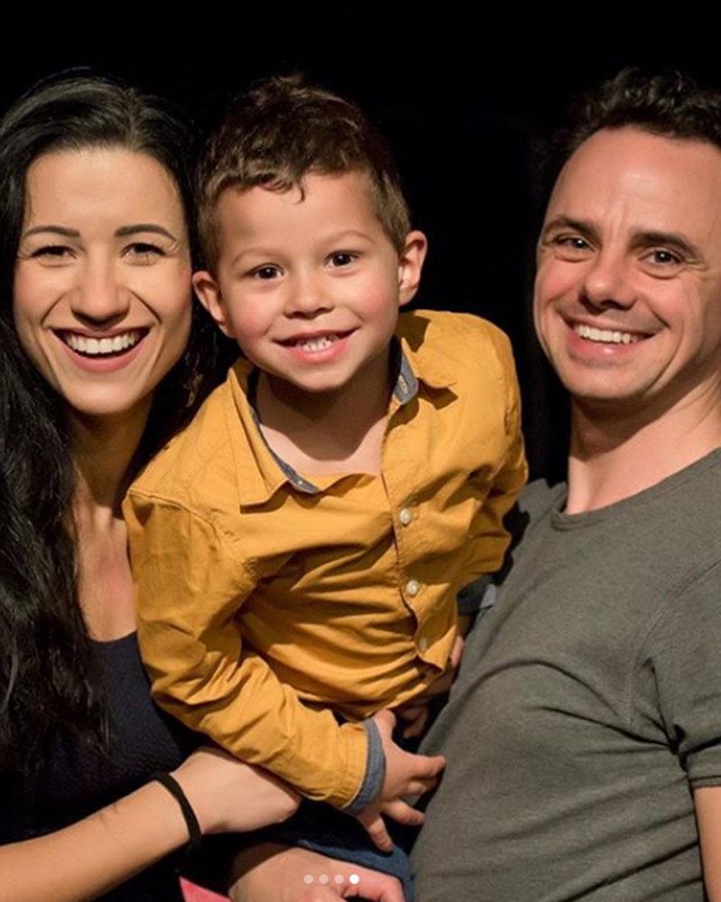 Sánta Laci és Juliska imádják hároméves kisfiukat, Lacikát, aki nagyon boldog volt, hogy találkozhat a Mikulással.