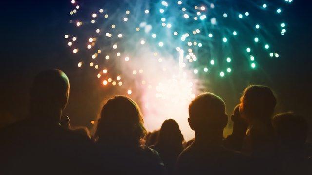 A britek és prágaiak nem akarnak tűzijátékot