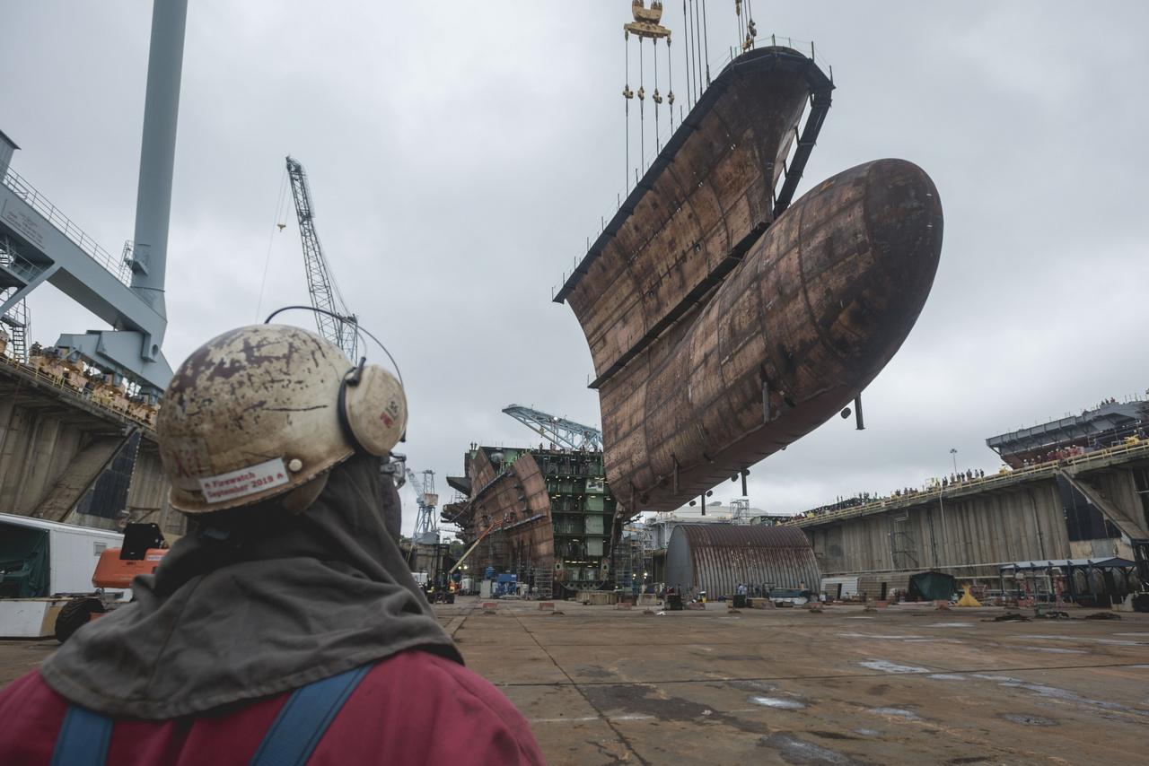 A hajóorr alsó, vízalatti része 2018. szeptember 28-án került a helyére.