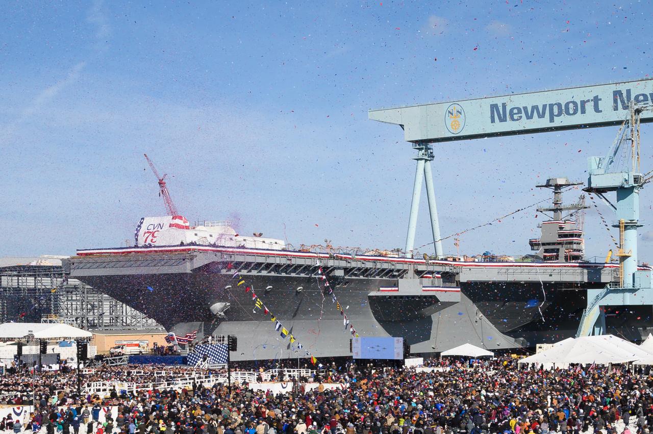 A  USS John F. Kennedy (CVN 79) repülőgép-hordozó névadó ünnepségén húszezer vendég vett részt.