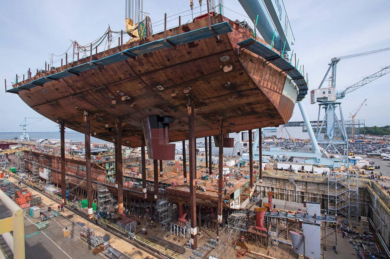 A hajó farának legalsó eleme 2017 júliusában került a helyére. A fotón jól megfigyelhetőek a két hajócsavar helyei.
