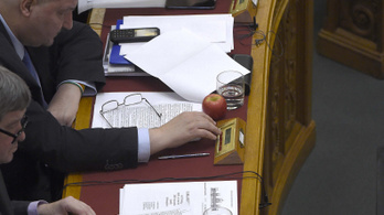 Fidesz restricts opposition's options in Parliament