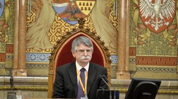 Kitiltás és egyéves fizetésmegvonás jár a problémás parlamenti képviselőknek