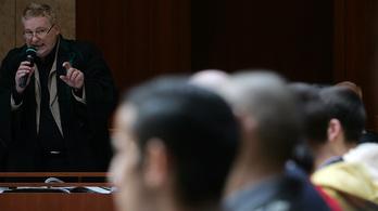 Mégse szabadulhat az olaszliszkai ügy vádlottja, aki kirángatta Szögi Lajost az autóból