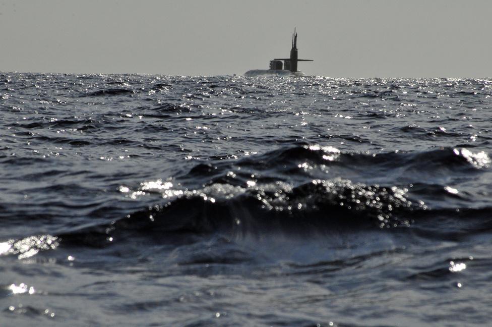 A USS Florida, Ohio-osztályú irányítottrakéta-hordozó tengeralattjáró, a Kréta partjainál.