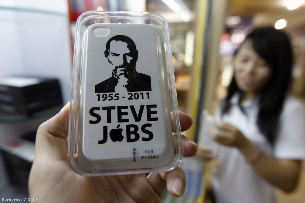 2011. október 5-én elhunyt Steve Jobs az Apple alapító atyja. Emlékét plasztik telefontokon is megőrizhetik a vásárlók.