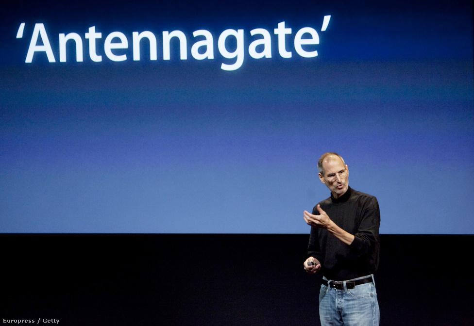 2010. július 16. Jobs magyarázkodni kényszerült a legújabb, 4-es számú Iphone piacra kerülése után, amikor kiderült, hogy a telefon antennája bizonyos fogások esetén rosszabbul veszi a jelet.