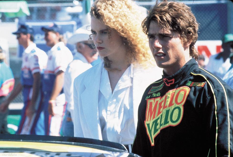 1990-ben a Mint a villám című szintén felejthető, de népszerű filmben. A képen Nicole Kidmannel látható, aki később a felesége lett. A forgatáson ismerkedtek össze. Ekkor még nem lehetett tudni, hogy a 90-es évek egyik nagy álompárja válik majd belőlük.