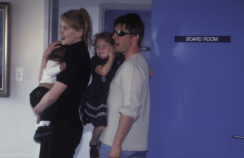 Feleségével, Nicole Kidmannel 1996-ban Sydneyben két örökbefogadott gyerekükkel, Isabelle-lel és Connoryval.