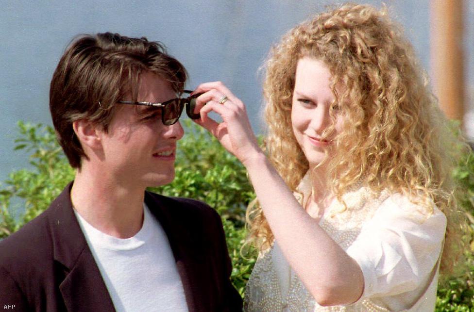 Két évvel később a Túl az óperencián című filmben már mint pár szerepeltek együtt. A képen éppen egy cannes-i fotózáson vannak a bemutató előtt. Végül több mint tíz évig voltak együtt. Amellett, hogy álompárként tekintettek rájuk mindkettejük karrierje is leginkább ebben az évtizedben szárnyalt a leginkább.