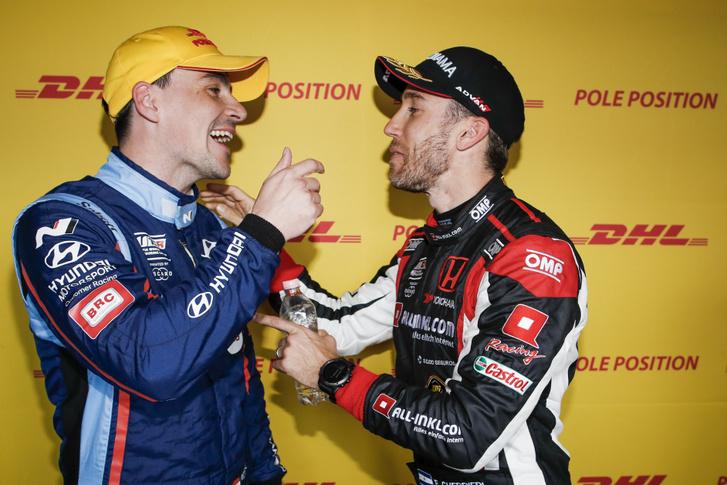 Michelisz Norbert és Esteban Guerrieri 2017-ben nem egész fél szezonig csapattársak voltak, most egymás ellen küzdenek a bajnoki címért