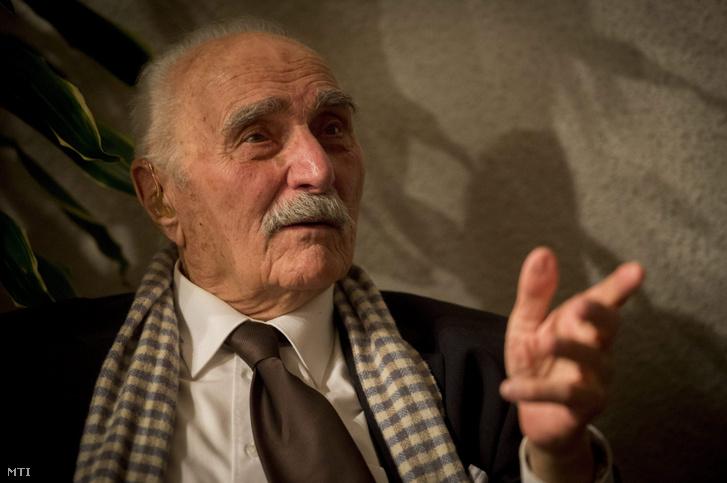 Varga Imre Kossuth-díjas szobrászművész születésnapi köszöntésén a fővárosi BTM Varga Imre Kiállítóházban 2015. október 29-én.