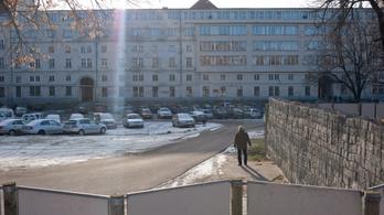 Ingyenes jégpálya lesz a Városháza udvarán