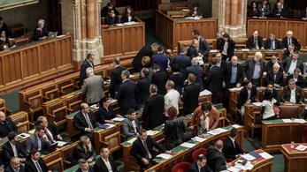 Megnehezítette az ellenzéki taktikázást a Fidesz