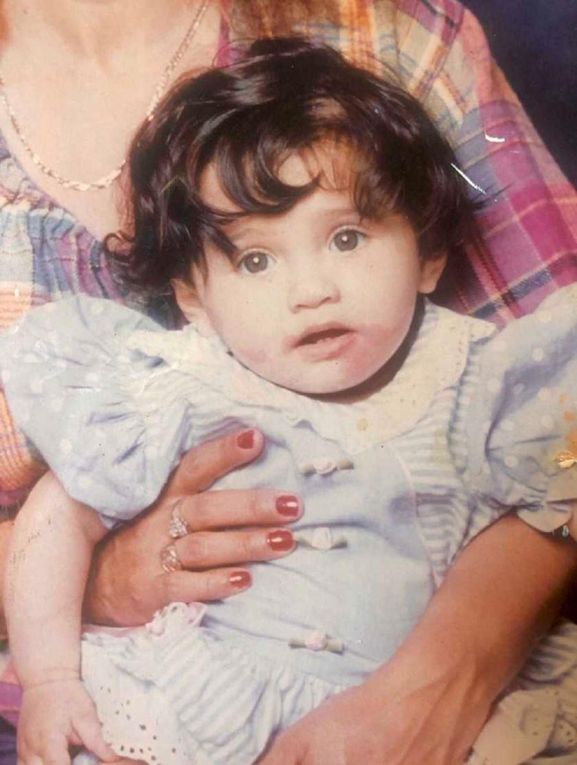 Marisela Chavez egy nagy, lilás anyajeggyel az arcán született. Már egészen kicsi korában észrevette, hogy ő más, mint a többi kislány, emiatt pedig igen rosszul érezte magát.