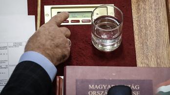 Fidesz: Technikai hiba miatt nem ment át az ügyészi és bírói béremelés az Országgyűlésben
