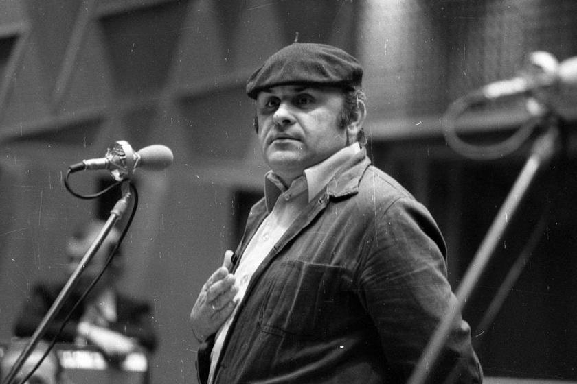 BÚÉK 1979! - Hofi Géza a tízéves Kabarészínház szilveszteri műsorában.
