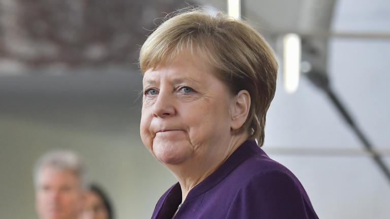 Merkelnek megint újra kell terveznie